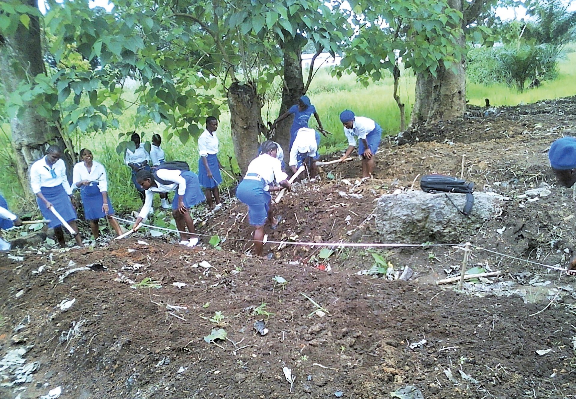 ©FriendsOfTheEnvironment.jpg – Friends of the Environment School Club members in their school garden at one of the member schools.